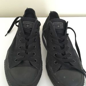 all black low top converse